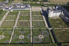 France, Indre-et-Loire (37), vallée de la Loire classée Patrimoine Mondial par l'UNESCO, le château et les jardins de Villandry, propriété d'Angélique et Henri Carvallo (vue aérienne) // France, Indre-et-Loire, Loire valley listed as World Heritage by UNESCO, the castle and the gardens of Villandry, belonging to Angelique and Henri Carvallo (aerial view)
